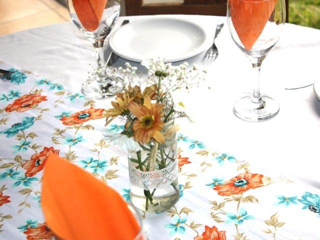 Flores naranjas y turquesas